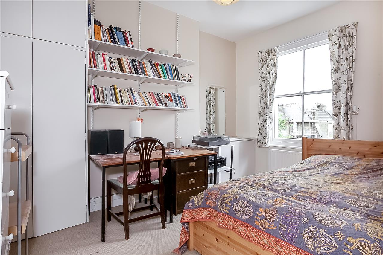 5 bed house for sale in Huddleston Road, London 11