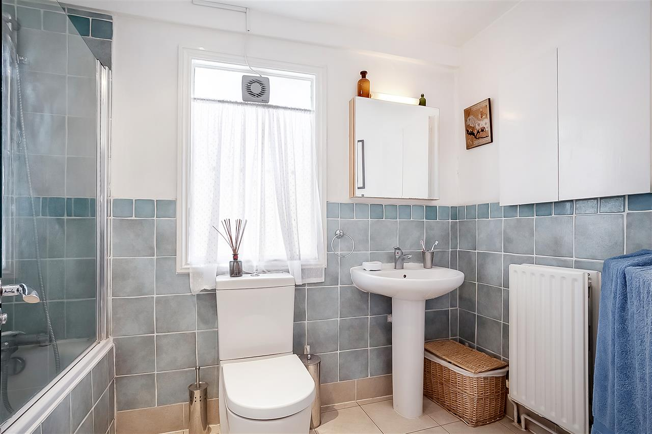 5 bed house for sale in Huddleston Road, London 17