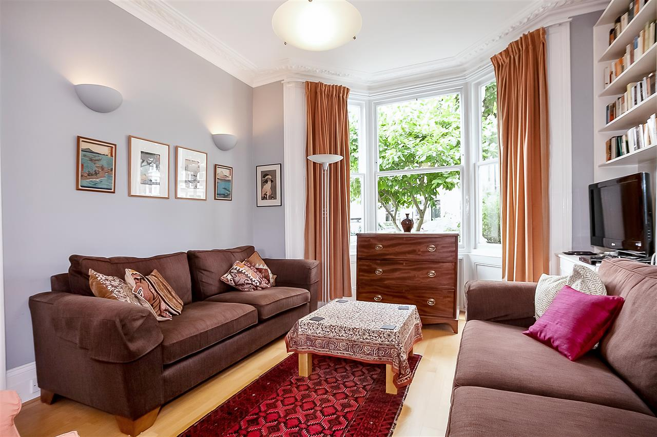 5 bed house for sale in Huddleston Road, London 2