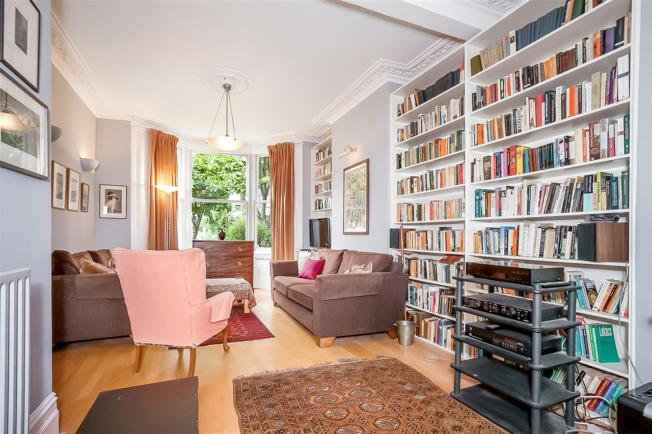5 bed house for sale in Huddleston Road, London 3