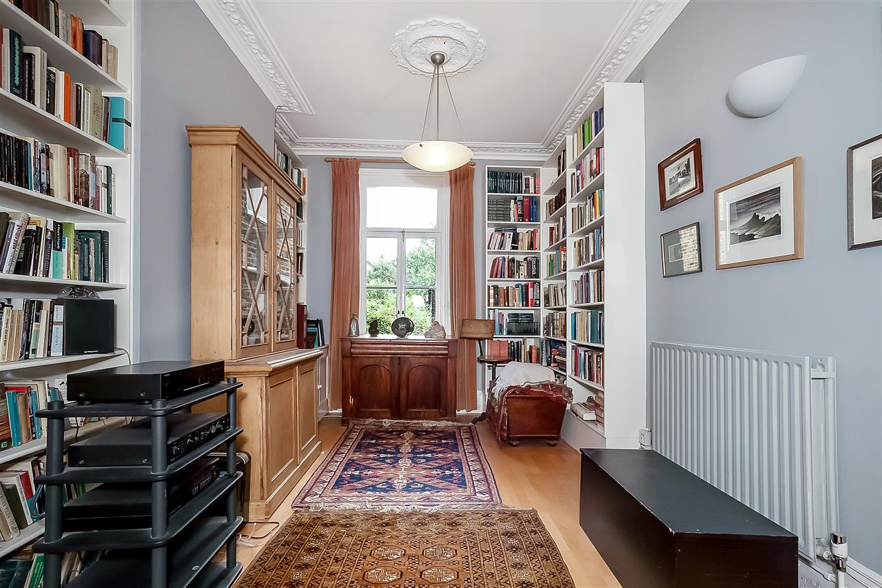 5 bed house for sale in Huddleston Road, London 4