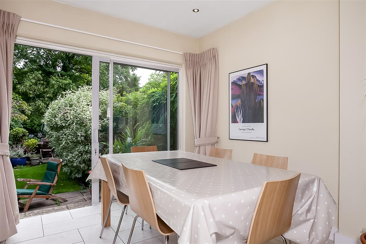 5 bed house for sale in Huddleston Road, London 8
