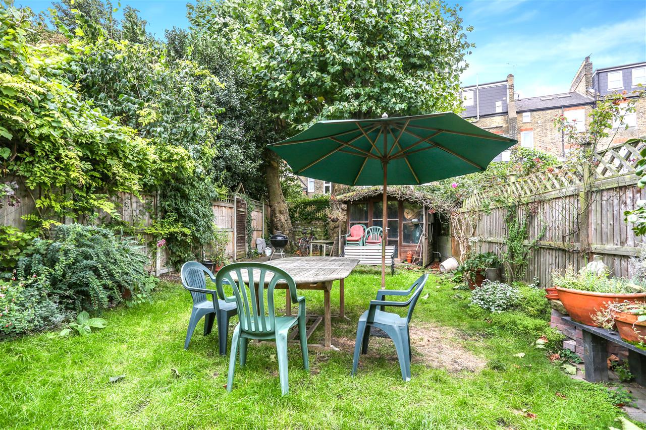 5 bed house for sale in Tytherton Road, London 18
