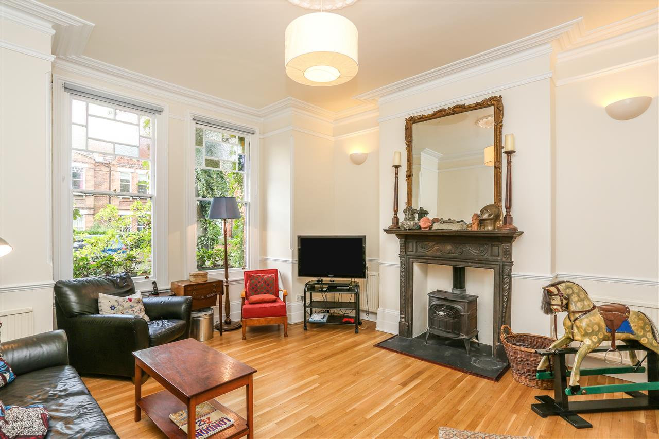 5 bed house for sale in Tytherton Road, London 2
