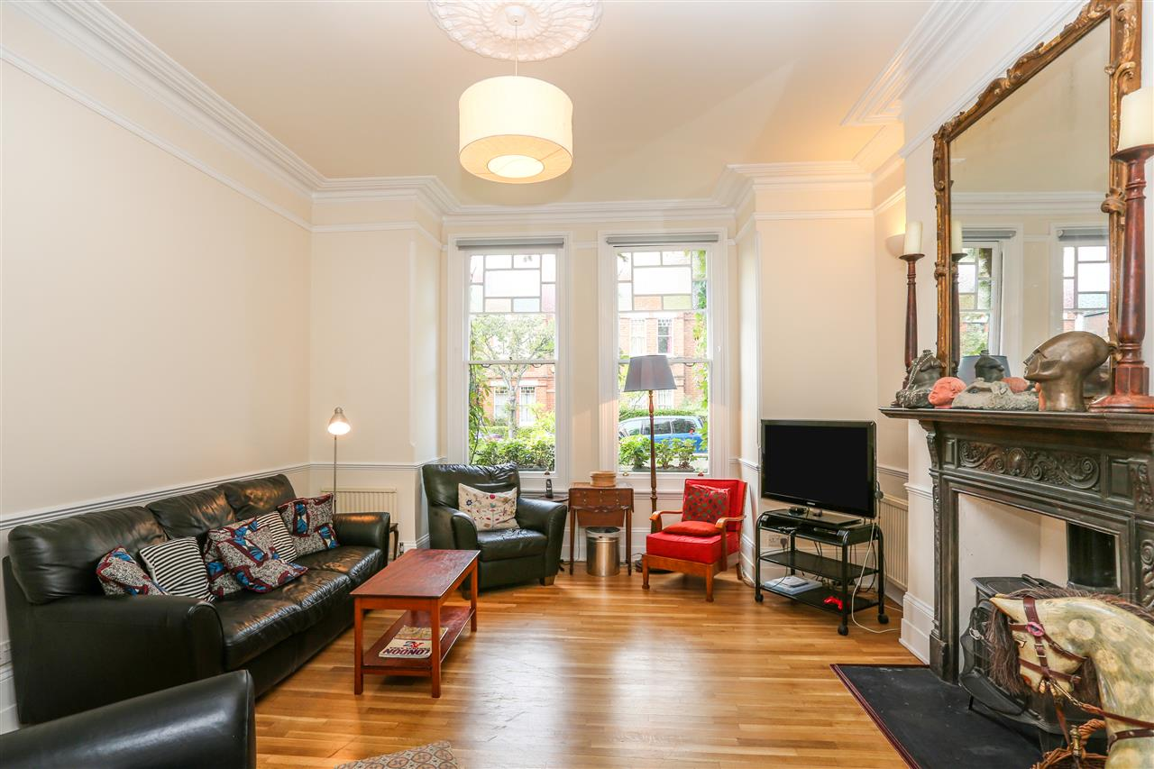5 bed house for sale in Tytherton Road, London 3