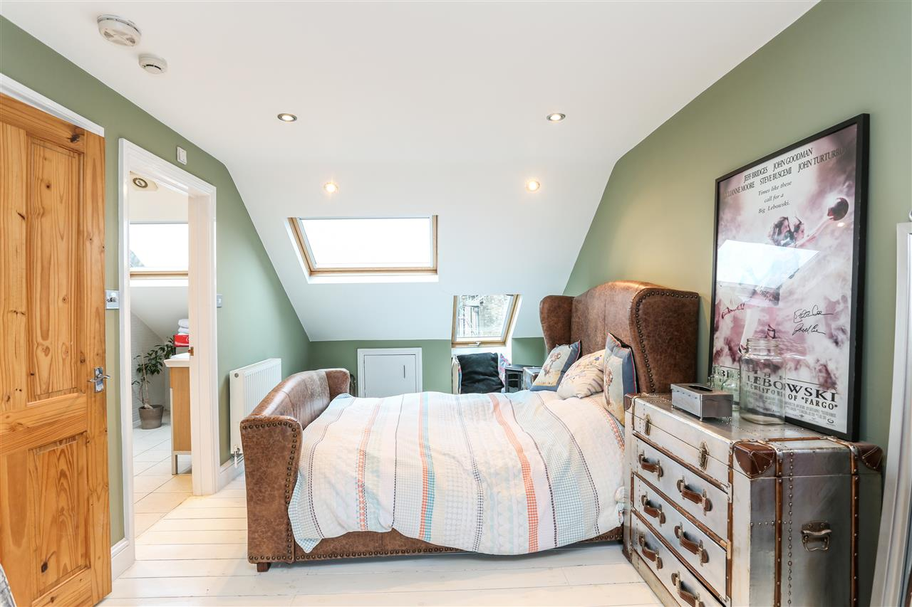 5 bed house for sale in Tabley Road, London 12