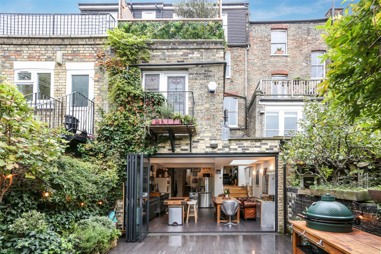 5 bed house for sale in Tabley Road, London 18