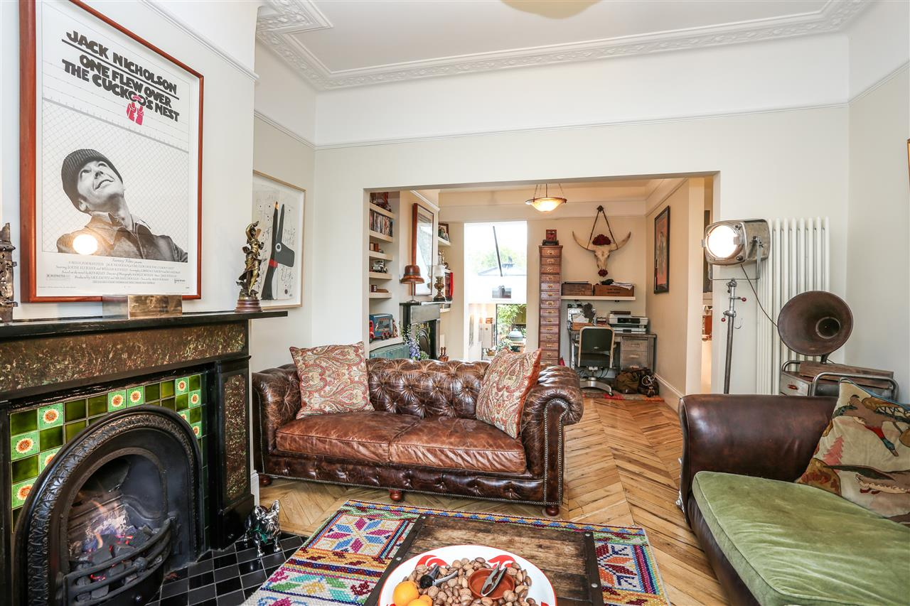 5 bed house for sale in Tabley Road, London 2