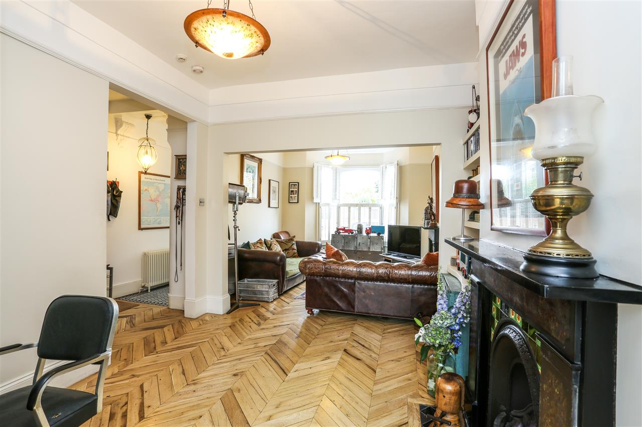 5 bed house for sale in Tabley Road, London 3