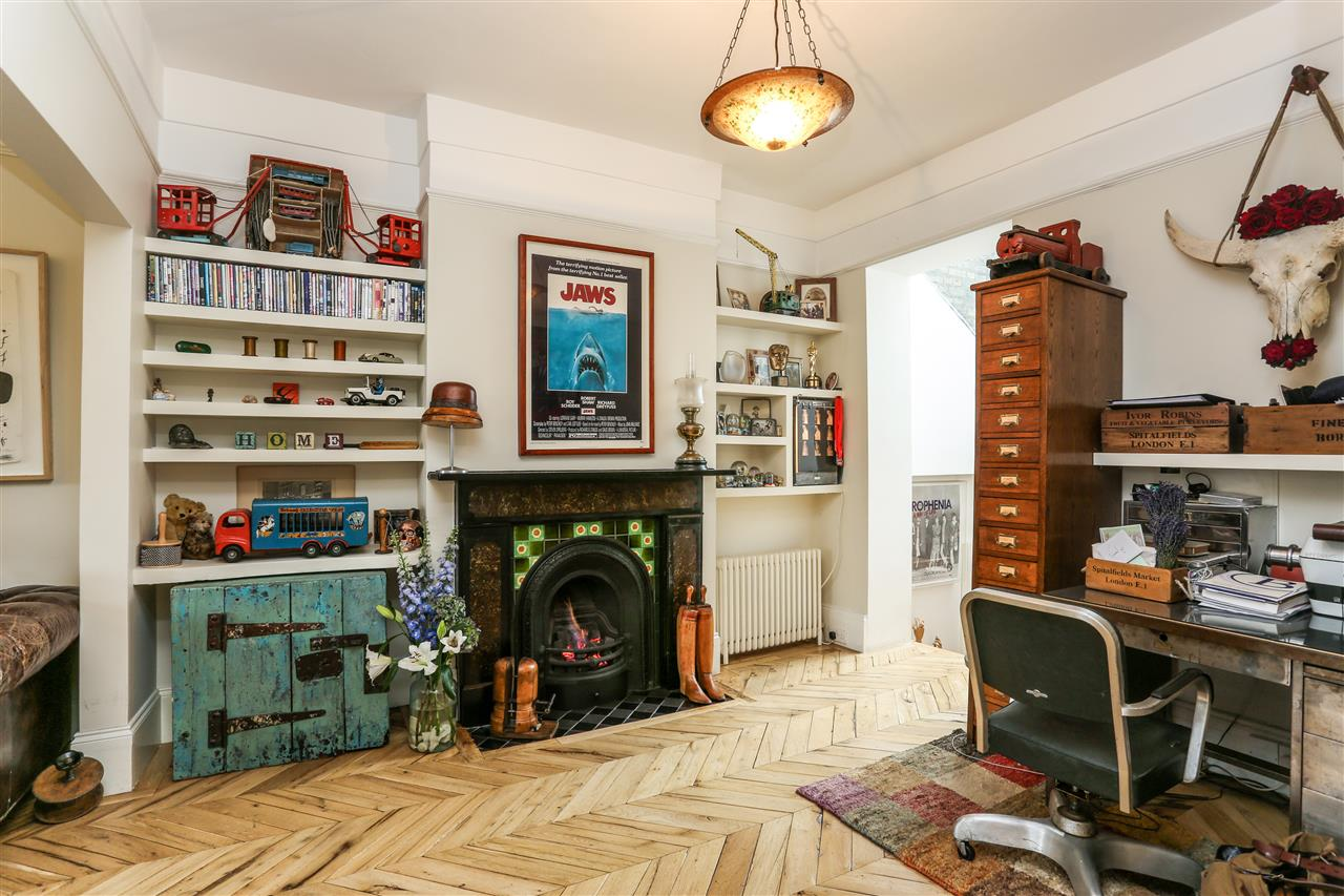 5 bed house for sale in Tabley Road, London 5