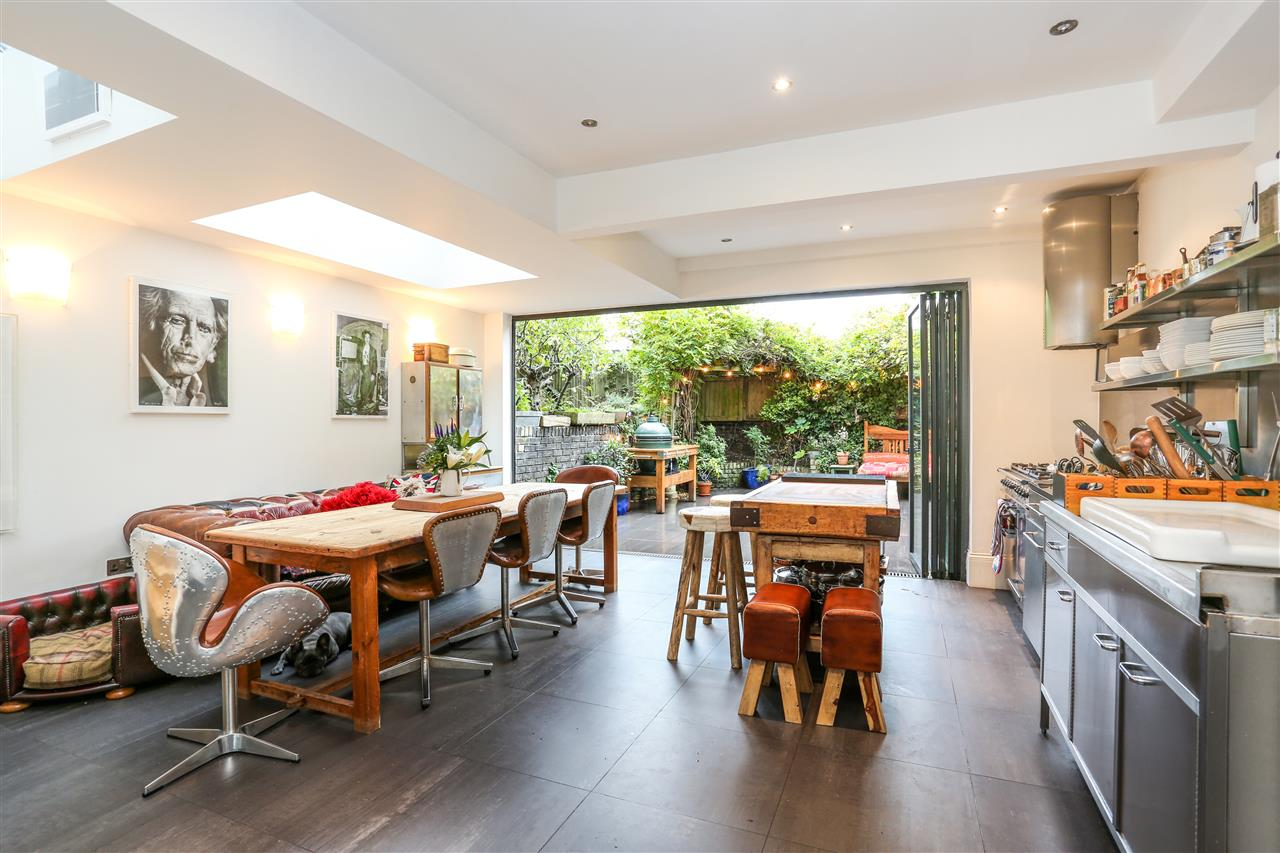 5 bed house for sale in Tabley Road, London 7