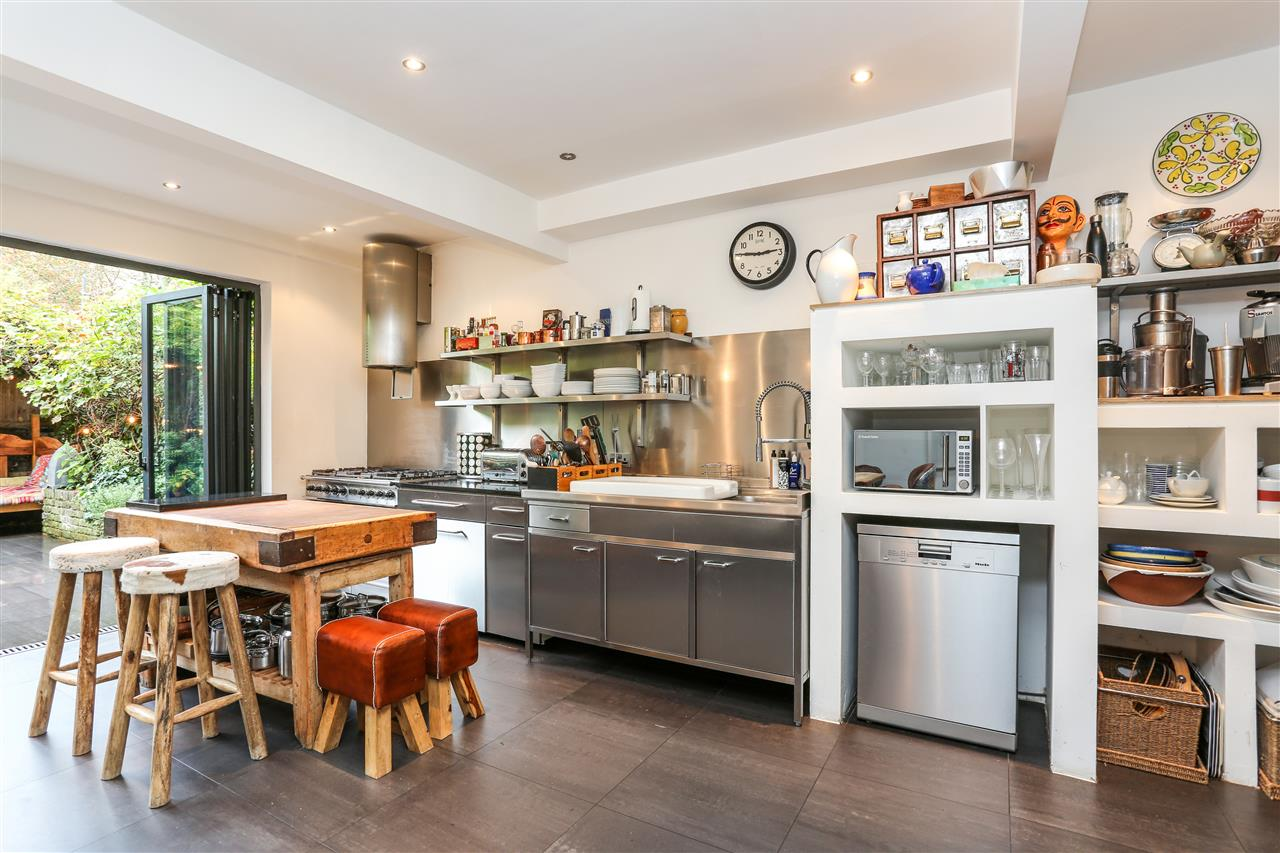 5 bed house for sale in Tabley Road, London 9