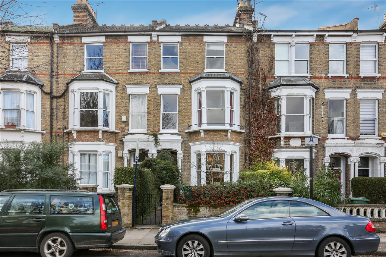 5 bed house for sale in Huddleston Road, London - Property Image 1