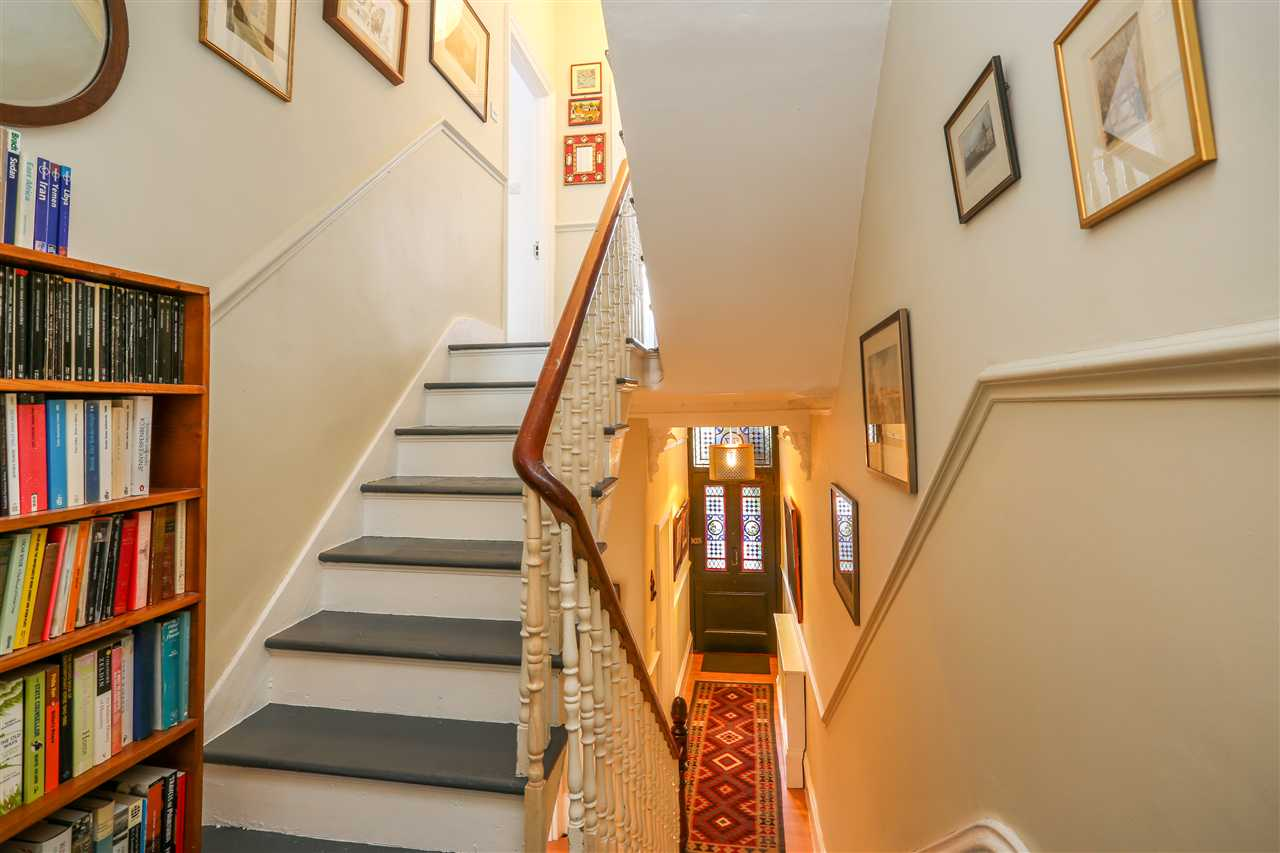 5 bed house for sale in Huddleston Road, London 13