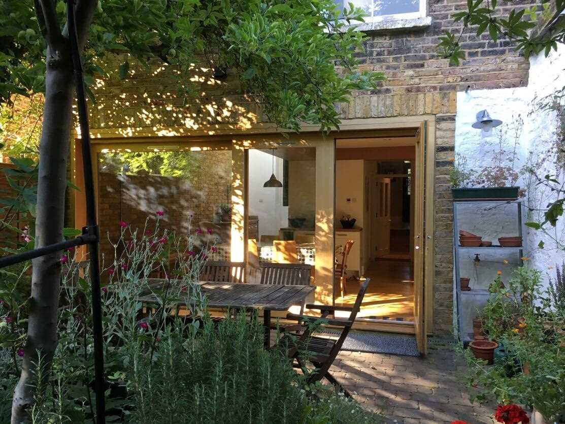 5 bed house for sale in Huddleston Road, London 16