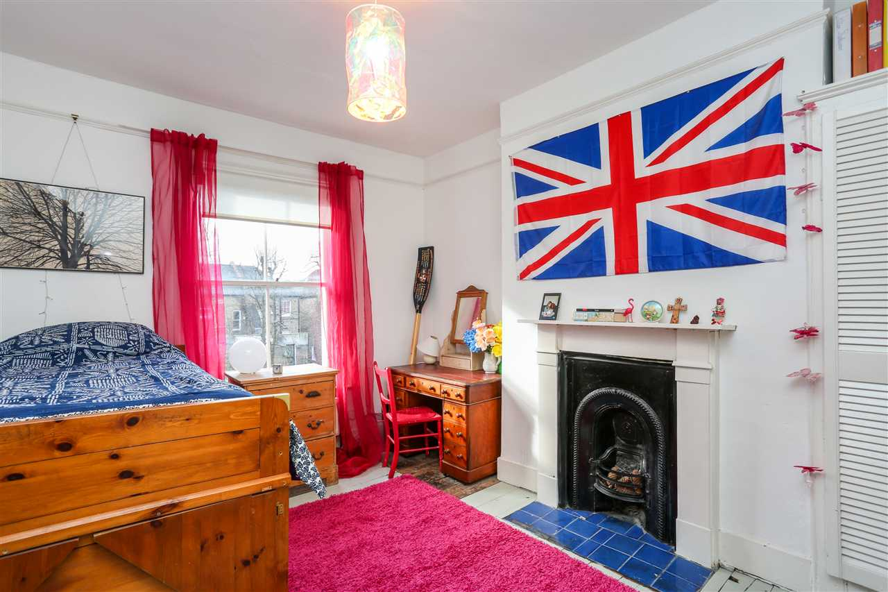 5 bed house for sale in Huddleston Road, London 9