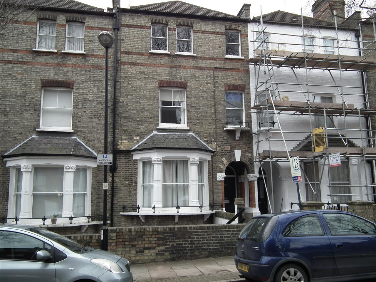 2 bed flat for sale in Pleshey Road, London, N7