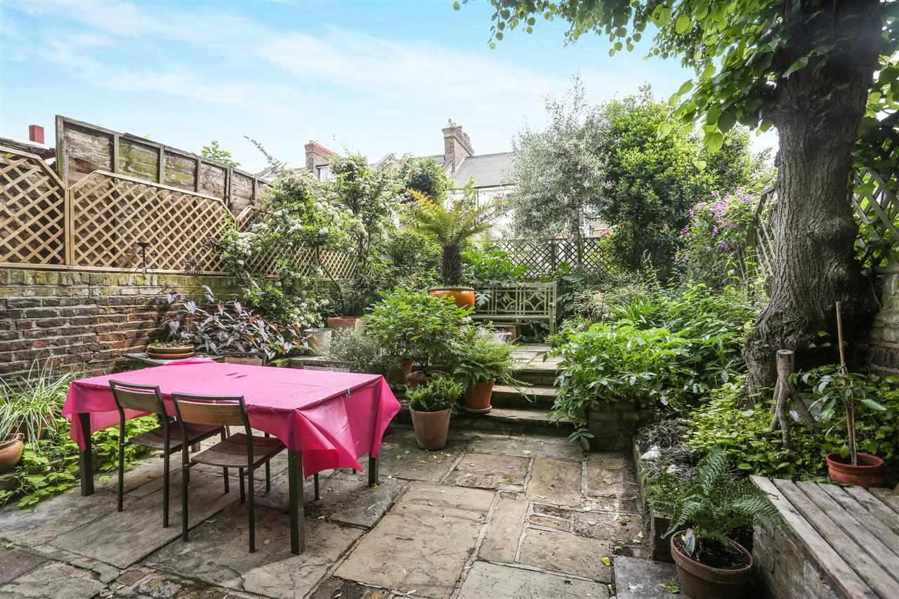 5 bed house for sale in Ospringe Road, London 14
