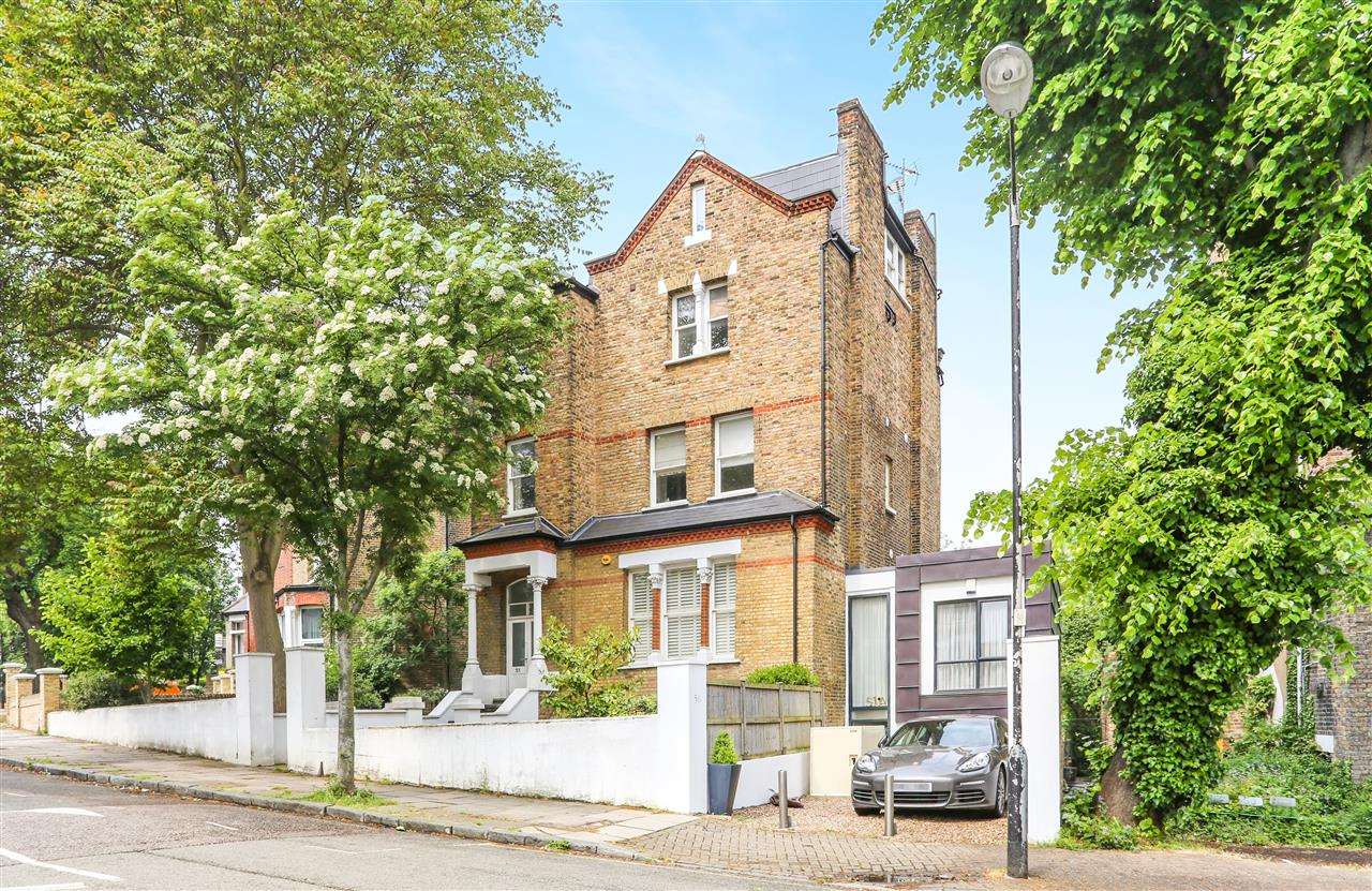 3 bed apartment for sale in Carleton Road, London, N7