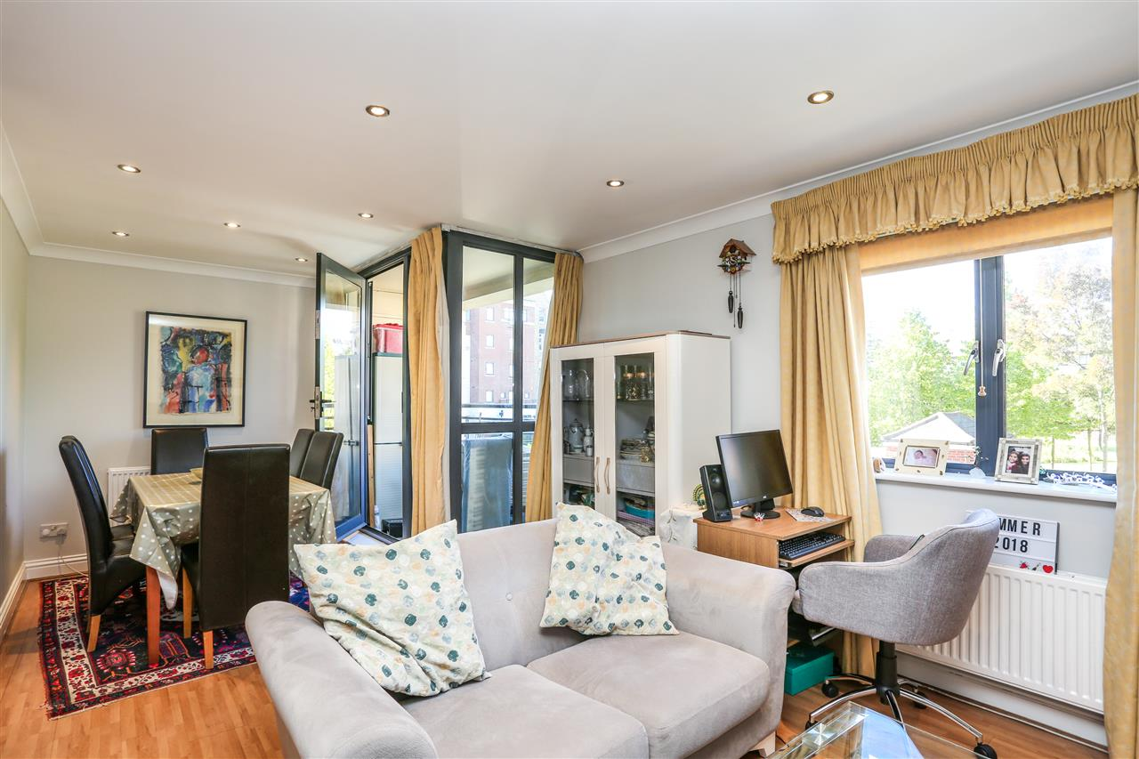 2 bed flat for sale in Manor Gardens, London, N7
