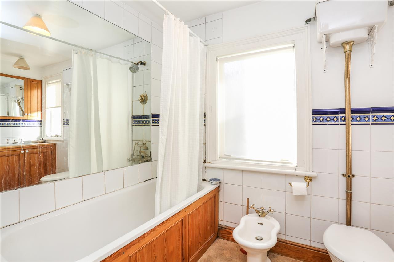 5 bed house for sale in Tytherton Road, London 13