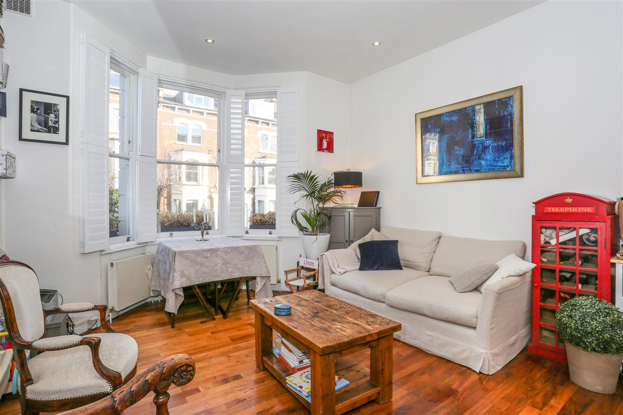 2 bed flat for sale in Montpelier Grove, London, NW5