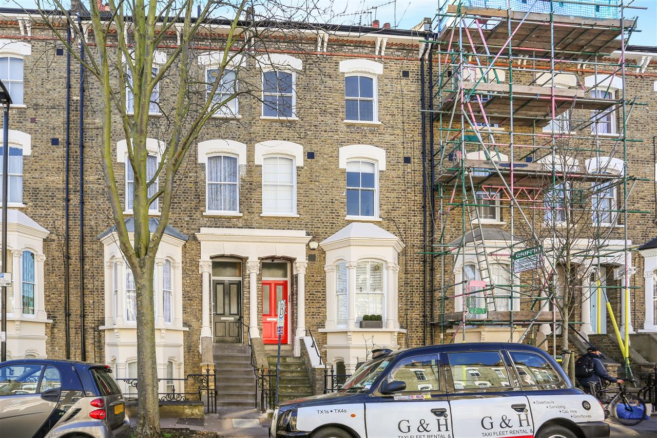 1 bed apartment for sale in Crayford Road, London, N7