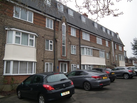 2 bed flat to rent in Oakleigh Court, Church Hill Road, East Barnet