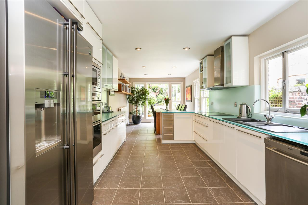 4 bed house for sale in Huddleston Road, London, N7
