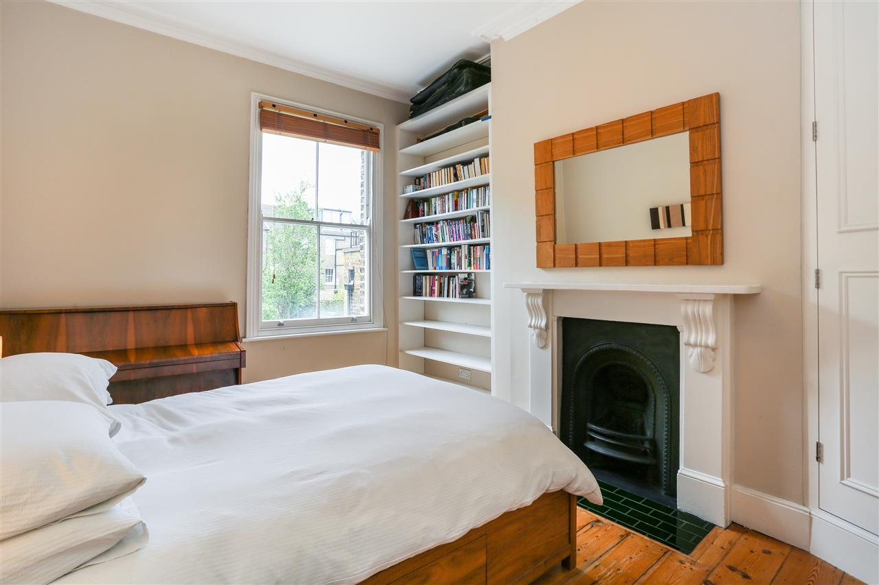4 bed house for sale in Huddleston Road, London 10