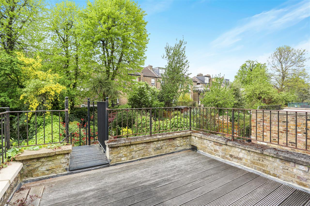 4 bed house for sale in Huddleston Road, London 16