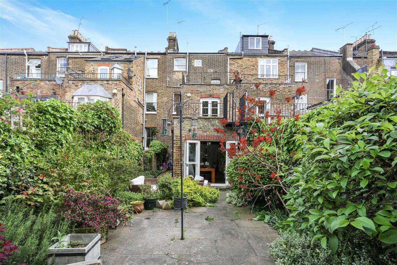 4 bed house for sale in Huddleston Road, London 17