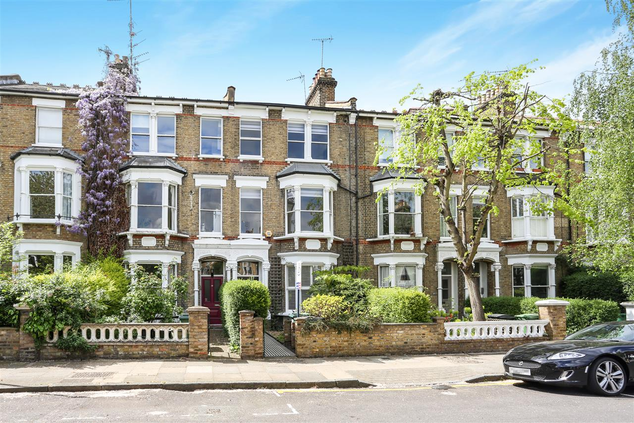 4 bed house for sale in Huddleston Road, London 18