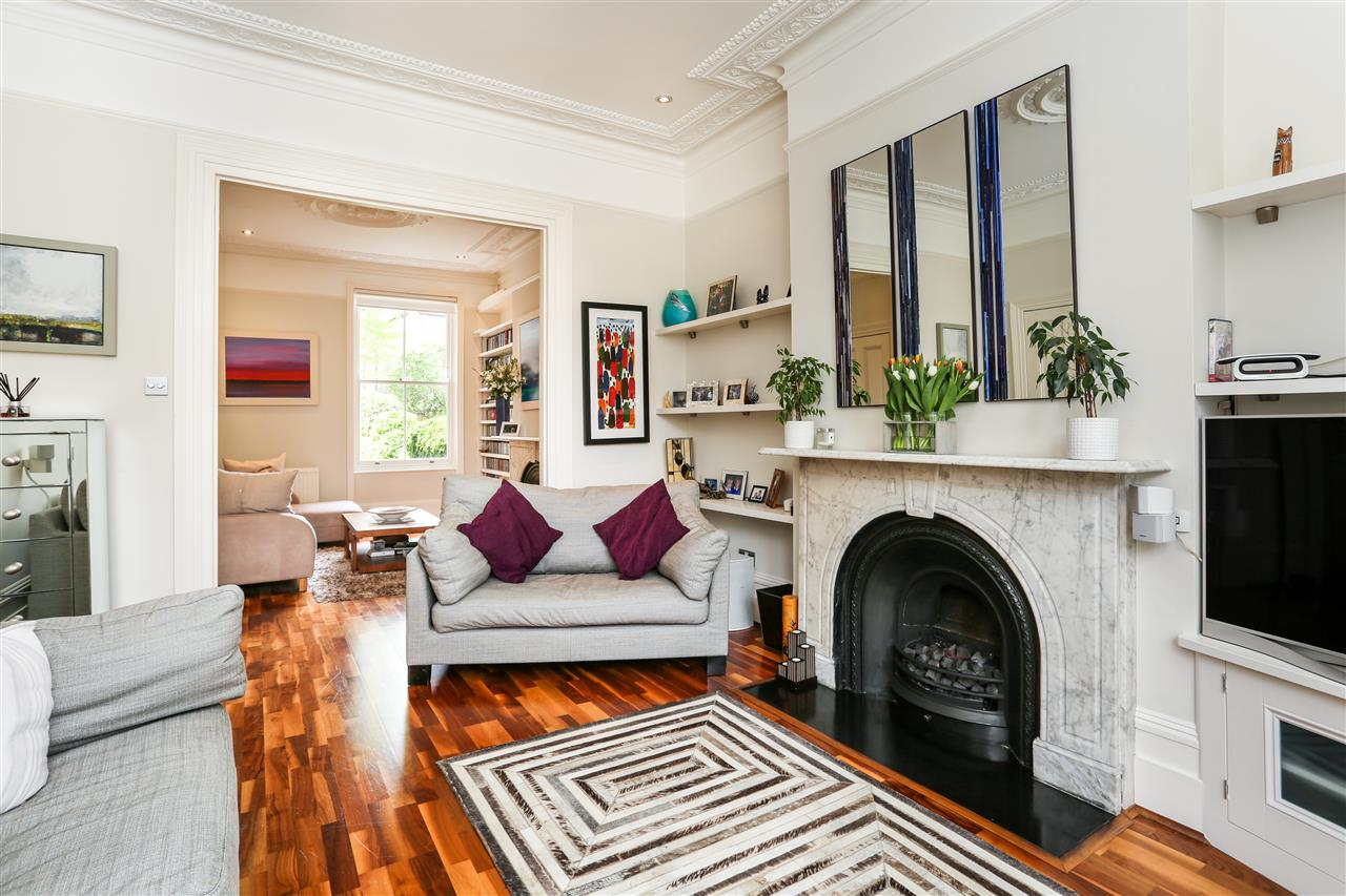 4 bed house for sale in Huddleston Road, London 3
