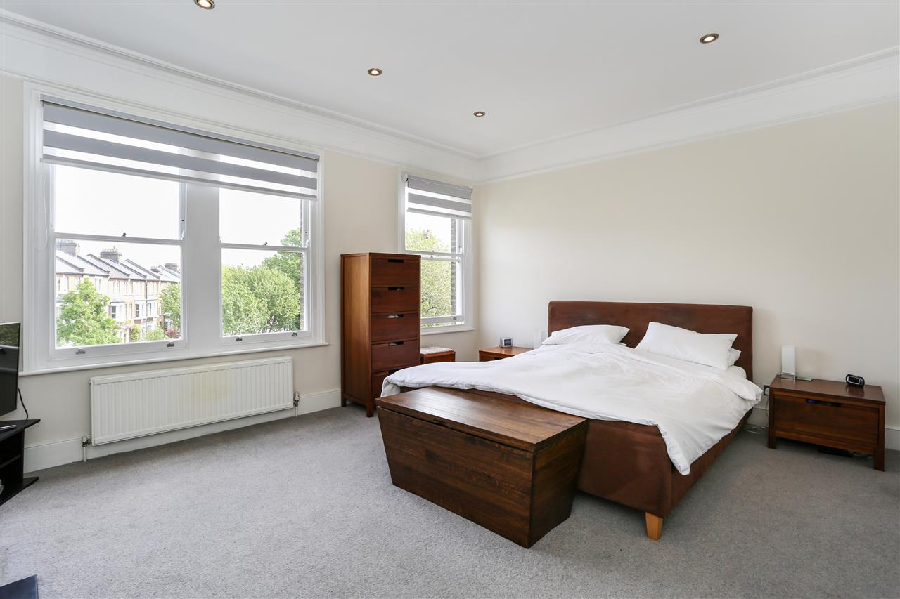 4 bed house for sale in Huddleston Road, London 7