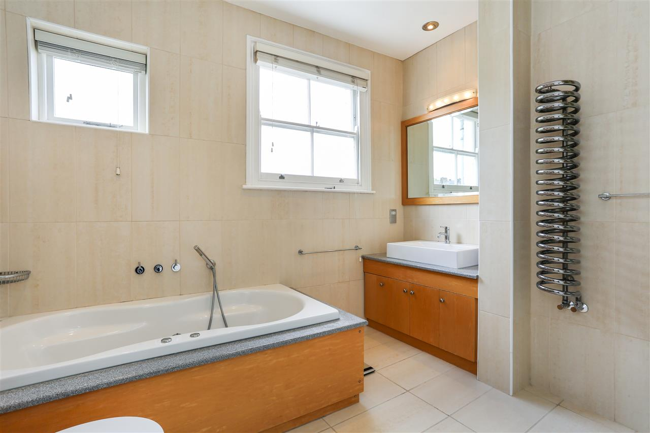 4 bed house for sale in Huddleston Road, London 9