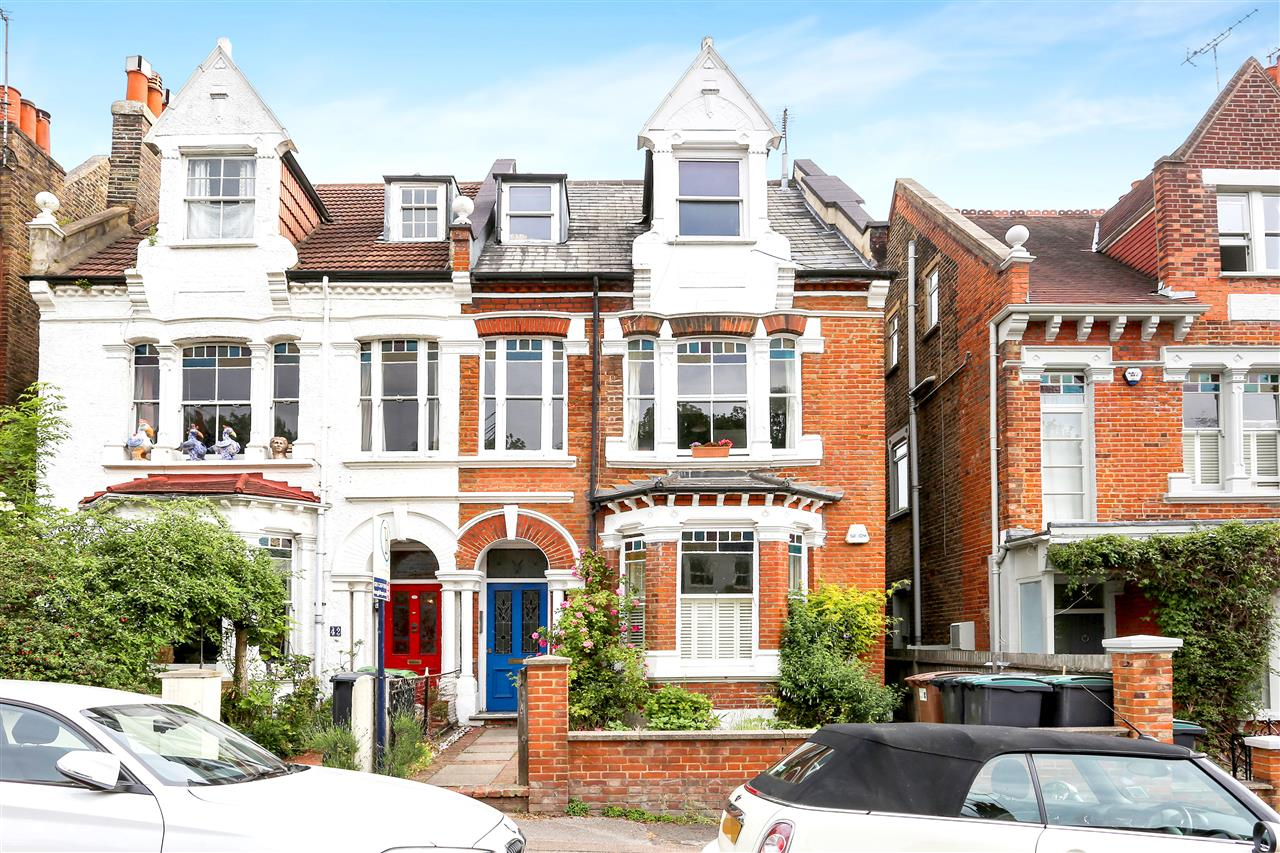 2 bed apartment for sale in Claremont Road, London, N6