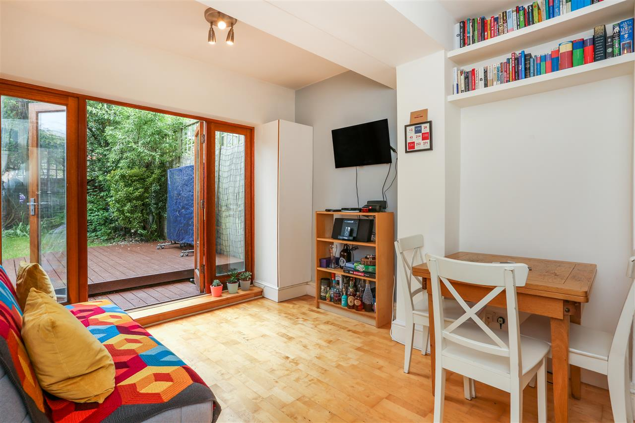 2 bed flat for sale in Crayford Road, London, N7