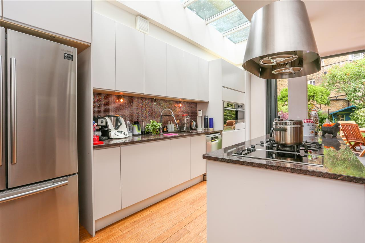 4 bed house for sale in Huddleston Road, London 13