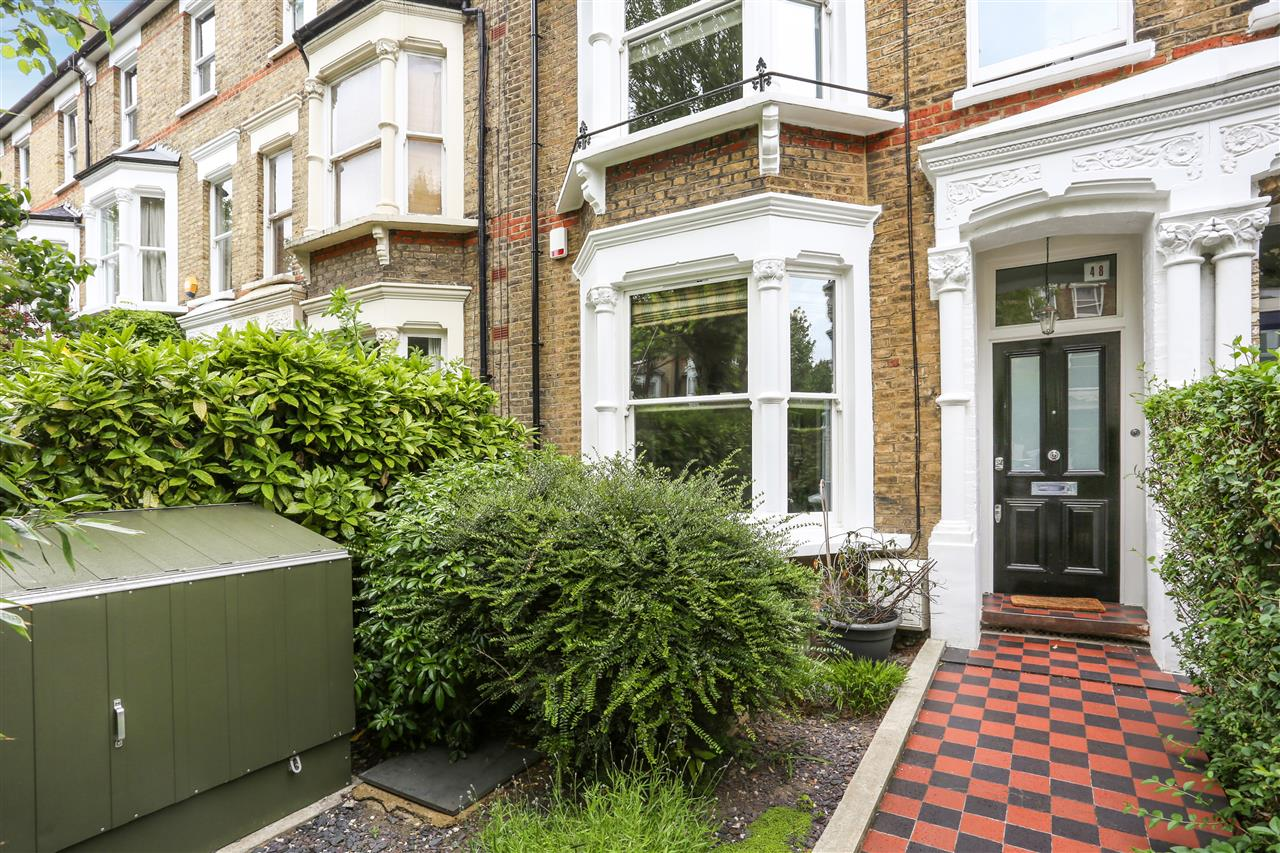 4 bed house for sale in Huddleston Road, London 14