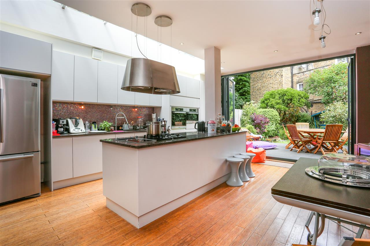 4 bed house for sale in Huddleston Road, London 15