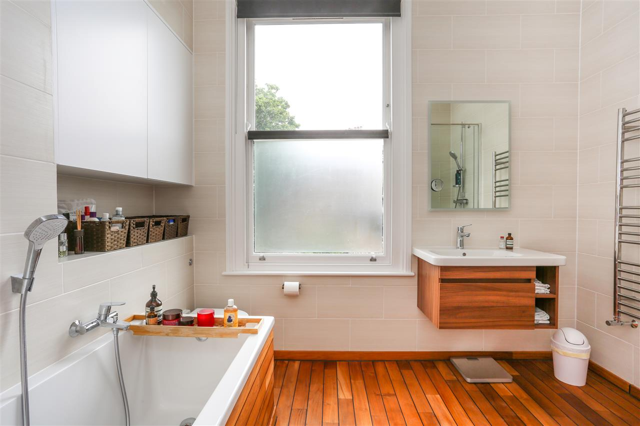 4 bed house for sale in Huddleston Road, London 6