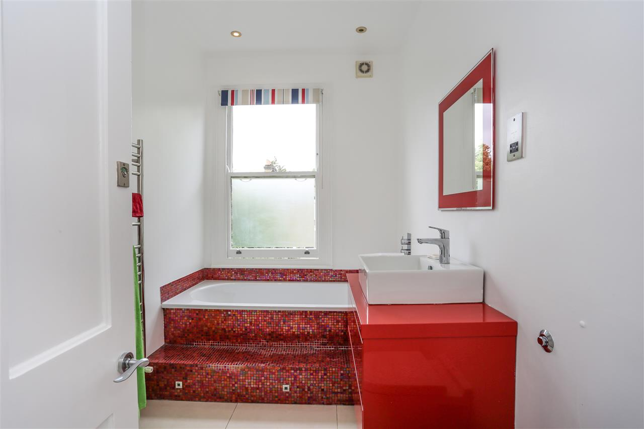 4 bed house for sale in Huddleston Road, London 8