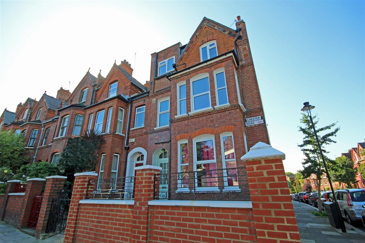 3 bed flat to rent in Chester Road, London, N19