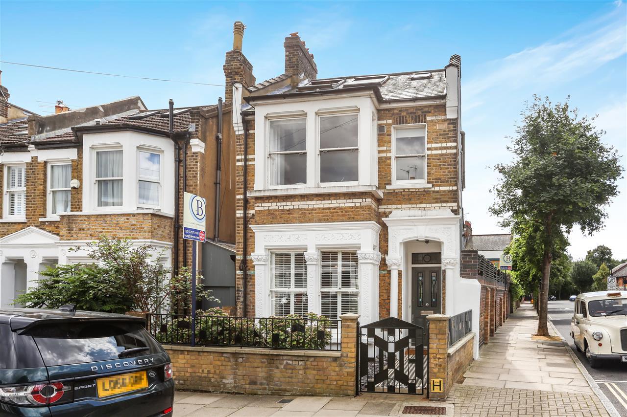 4 bed house for sale in Yerbury Road, London, N19