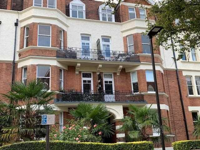 3 bed apartment to rent in Harvard Court, Honeybourne Road, London, NW6