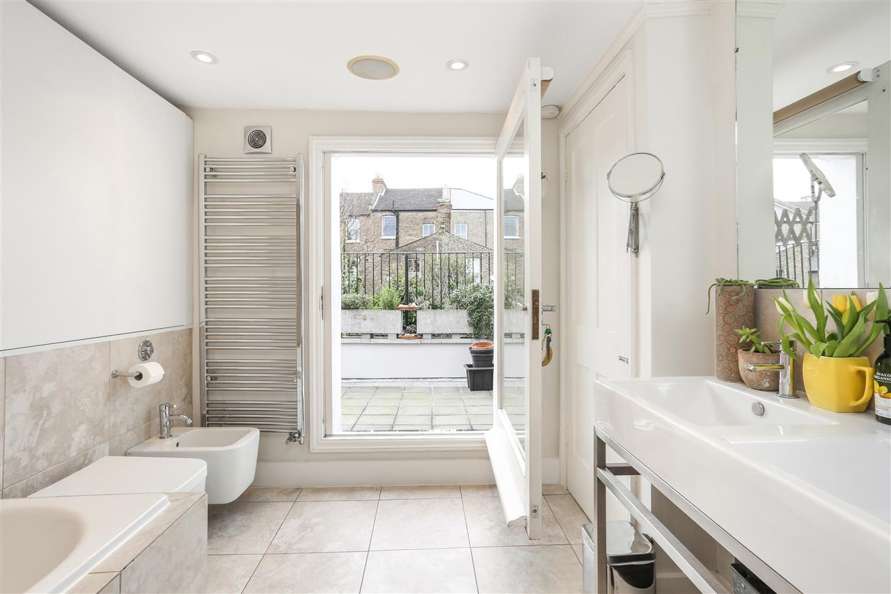 4 bed house for sale in Yerbury Road, London 10