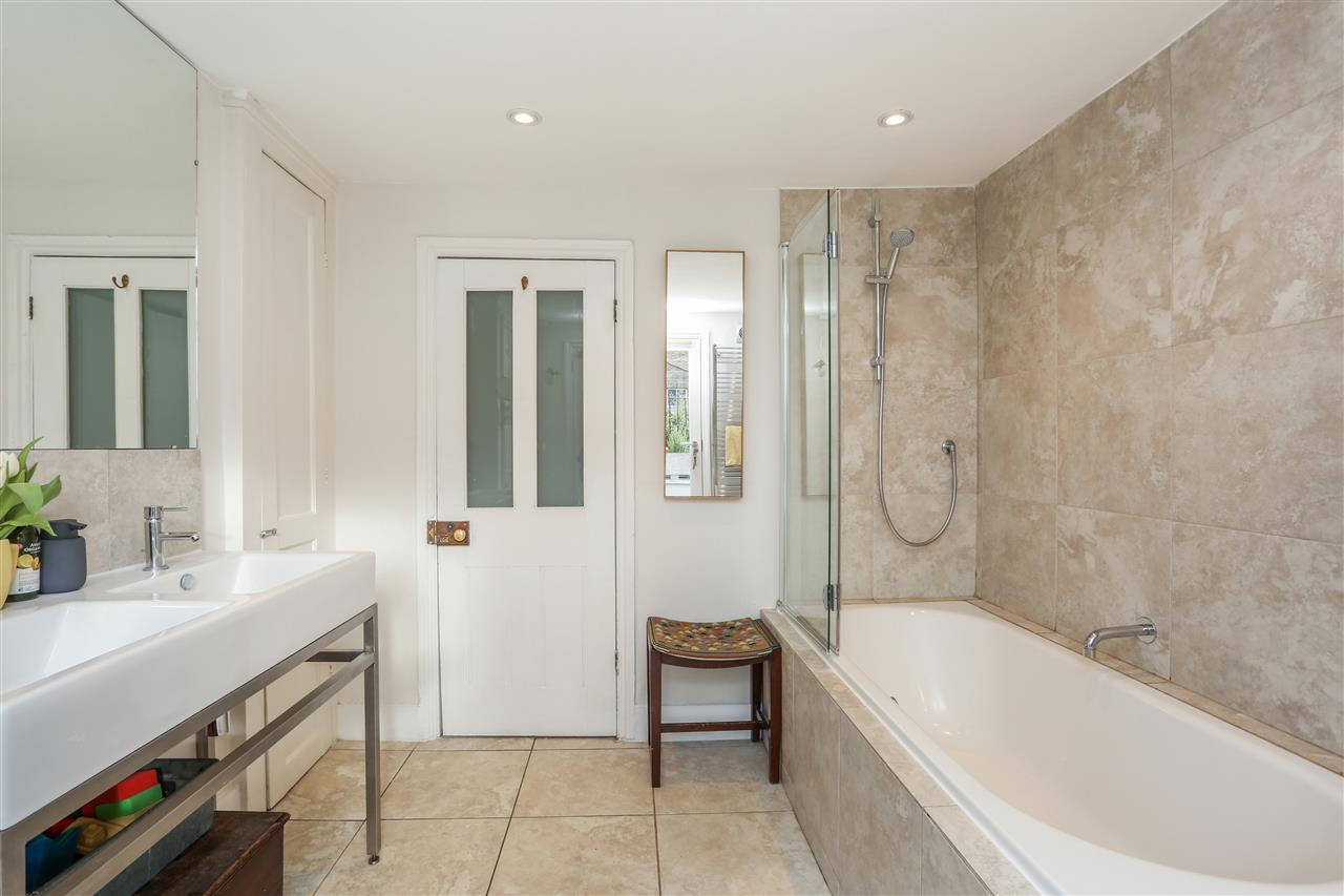 4 bed house for sale in Yerbury Road, London 11