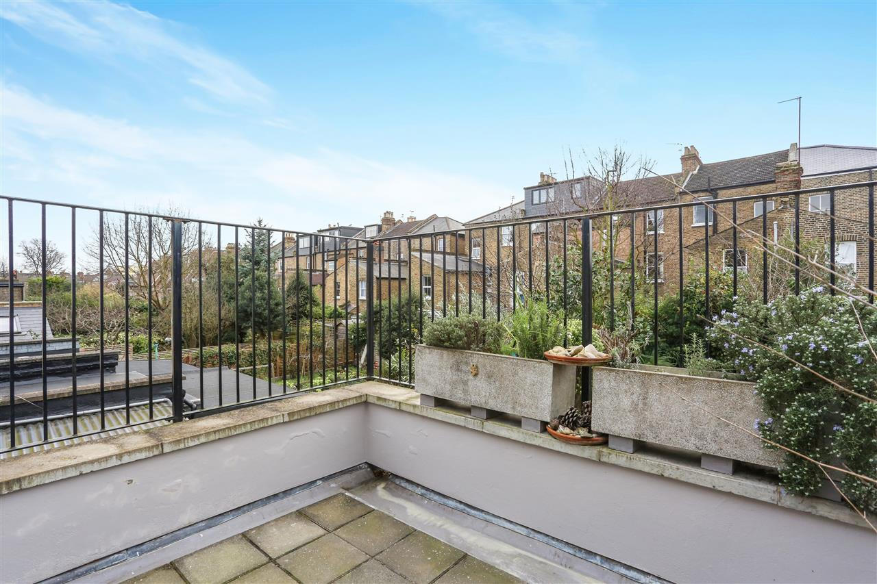 4 bed house for sale in Yerbury Road, London 12