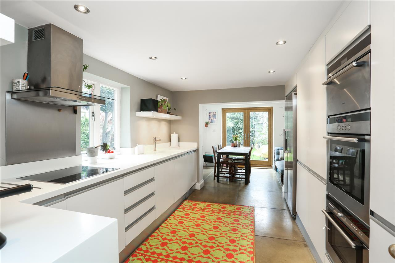 4 bed house for sale in Yerbury Road, London 2